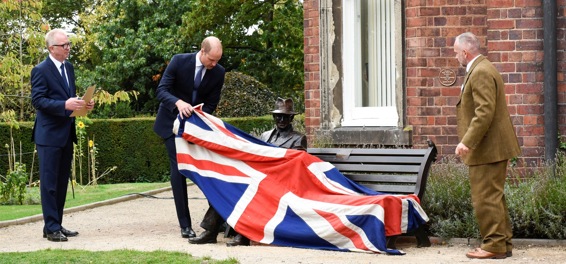 Ian Austin MP and statue designer Andy de Comyn watch Prince William unveil the statue of Frank Foley.jpg